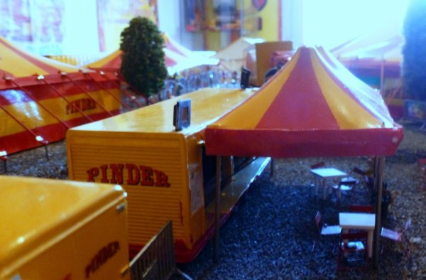 Tente bar maquette cirque pinder
