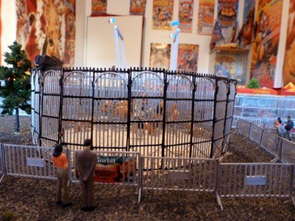Cage extérieur fauves cirque pinder