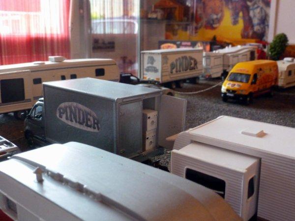 Caravane maquette cirque Pinder, lave linge