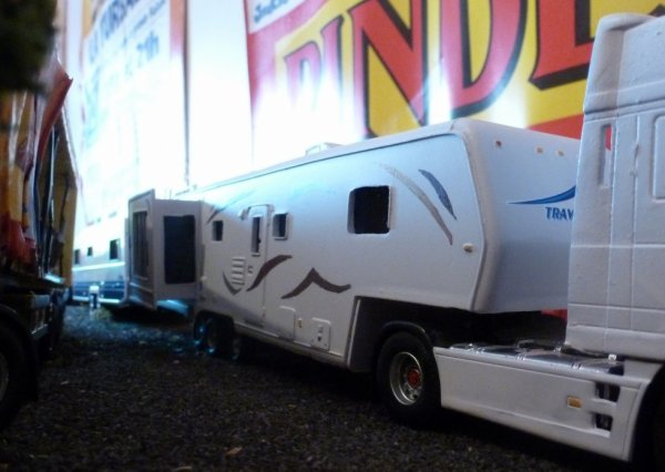 Caravane maquette cirque Pinder travel suprem