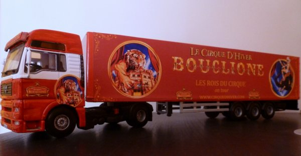 Camion cirque Bouglione on tour