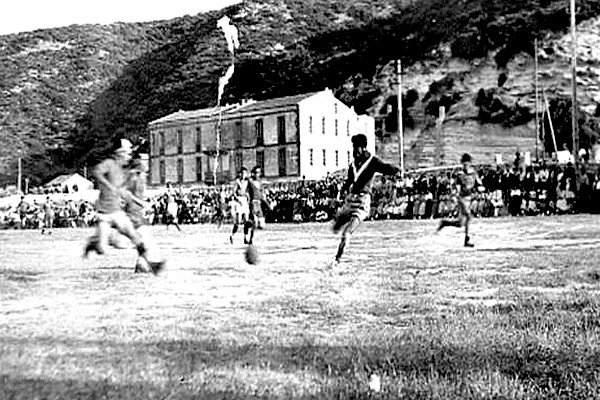 UN MATCH DE FOOT-BALL (ANNEES 1950 ?)