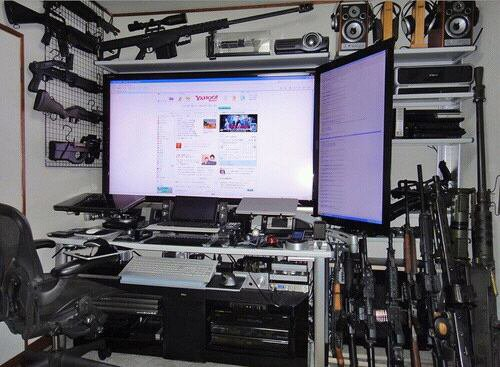 Voila mon bureau mdr x nazo youtuber et gamer for Bureau gamer