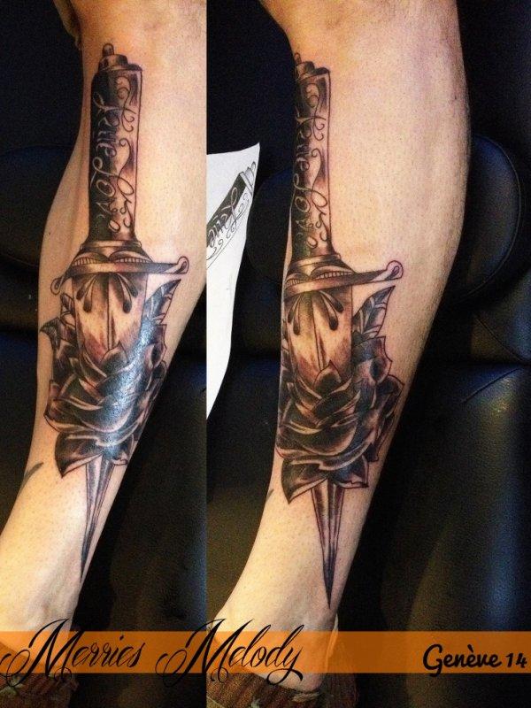 Tatouage Dague Tatouage Rose Noire Merries Melody Tattoo Shop 66