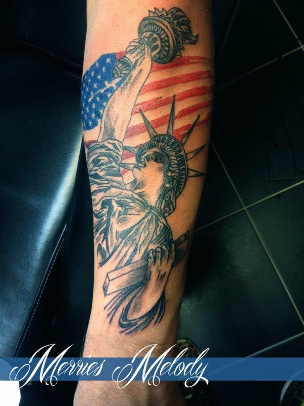 tatouage statut de la liberté by merries melody