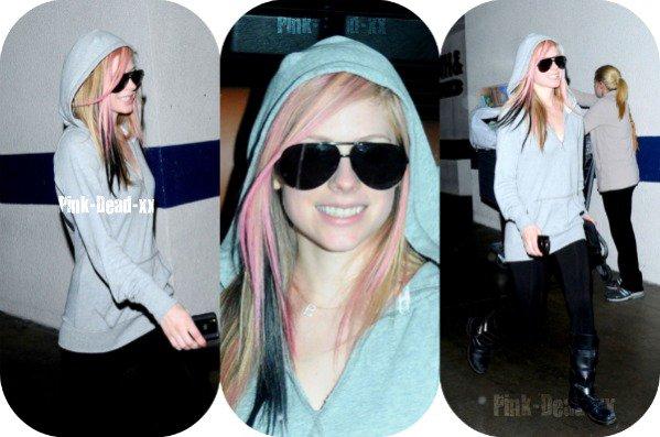 ; 20 Novembre 2010: Avril et la mère de Brody ont été aperçues ensemble à Los Angeles.   ;