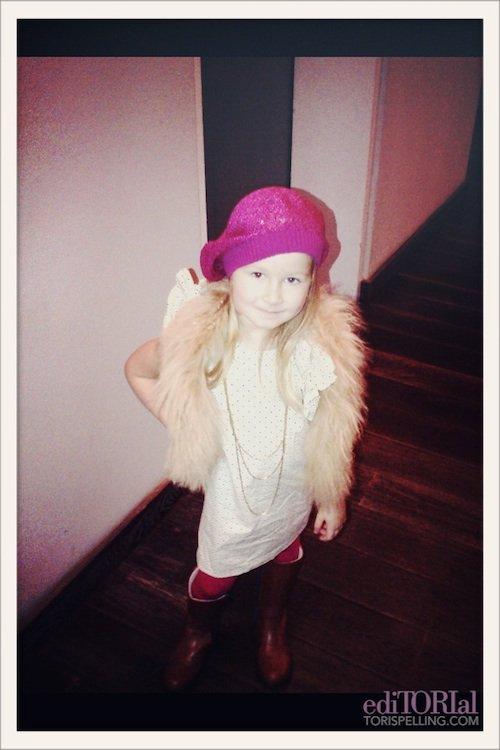 Hier Tori a postée une photo de sa petite fashionista Stella sur son site, j'adore !