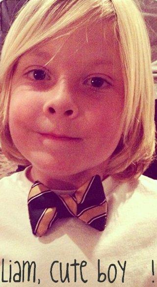 Tori a postée une photo de Liam sur Instagram, il est juste trop magnifique avec son noeud papillon !!