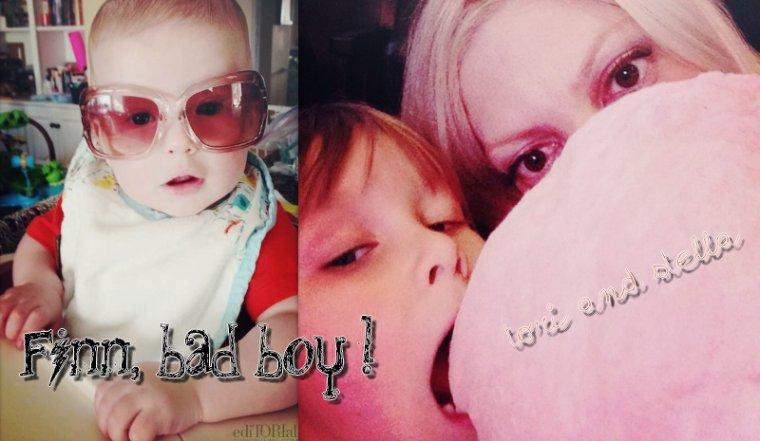 Tori vient de postée une photo de Finn avec des grosses lunettes sur son site . Il est trop chou <3 . Ainsi qu'une photo d'elle & Stella, entrain de manger une barbe à papa lors d'un match des Lakers.