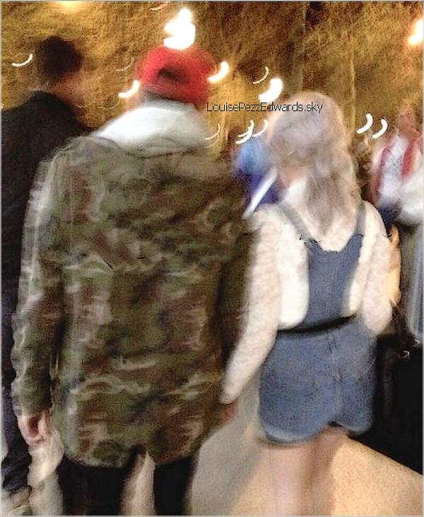 Alors pour ce premier article de cette nouvel version je débute avec Zerrie dans les backstages sur Grand Journal avec une fan et une autre photo d'eux se promenant main dans la main après avoir quitter les backstages à Paris le 25.04.13