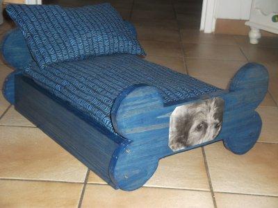 blog de couaftoutou lit en bois pour chien. Black Bedroom Furniture Sets. Home Design Ideas