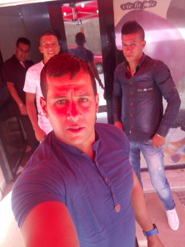 Selfie avec mes frères <3