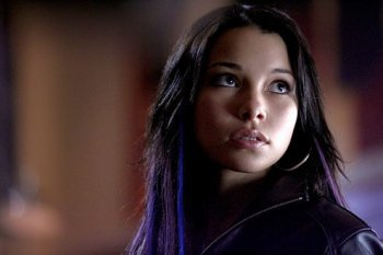 SMALLVILLE SEASON 10 - PLASTIQUE IN SHIELD'S EPISODE