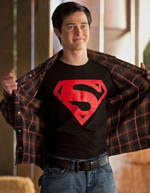 SMALLVILLE SEASON 10 - SUPERBOY IS ARRIVING