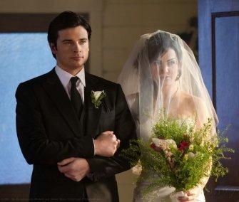 SMALLVILLE SEASON 10 - LE MARIAGE SUPERMAN ET LOIS IN HQ