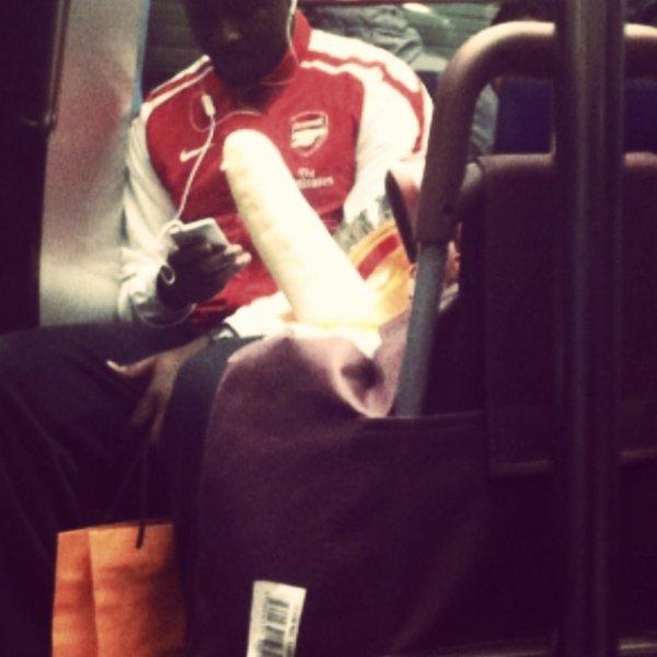 un cadi-bite dans le métro normalou.