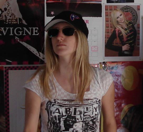 Jennifer : cherche groupe pop/punk