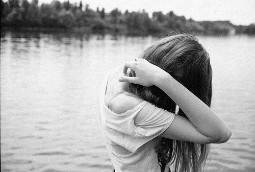 N'agis pas comme si je ne mettais pas battue pour toi, je t'en pris. J'ai tout essayé pour que tu reviennes. Tout. Mais voila, tu as décidé de me faire du mal, de me briser le coeur et de me laisser complètement seule avec mes souvenirs. Tu peux m'ignorer, me snober, penser que je suis pathétique ou n'importe quoi d'autre. Mais tu n'as pas le droit de faire comme si je ne mettais pas battue pour te garder.