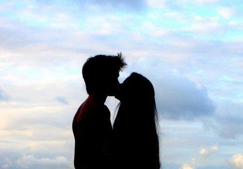 . L'amour, c'est quand tu retombes tout les jours amoureuse de la même personne. .
