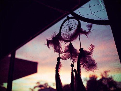 . Il avait toujours eu cette facon d'être là au fond de mon coeur. Pas assez pour que j'en retombe amoureuse, mais juste assez pour ne pas l'oublier. .