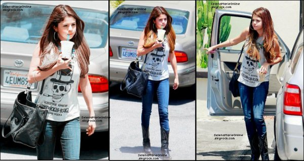 "• 03/07/2012 : Photos: Selena Gomez "" Frappuccino Lady "" à  Los Angeles"