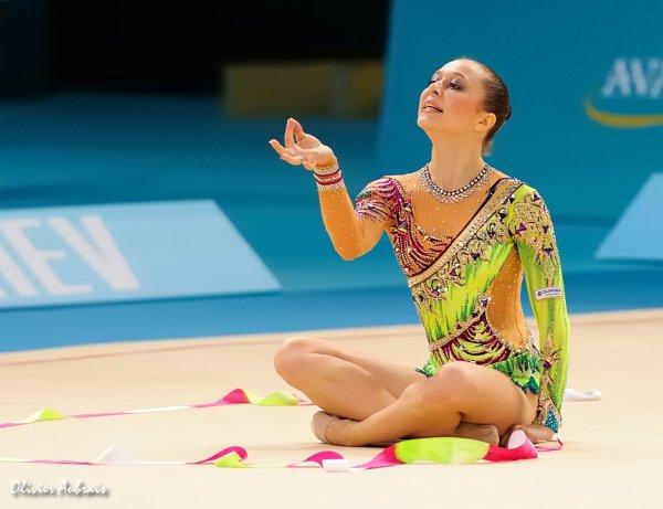 6398. Les championnats du Monde de GR à Kiev : Silviya Miteva (Bulgarie)