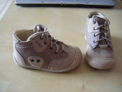 ses premières chaussures de marche