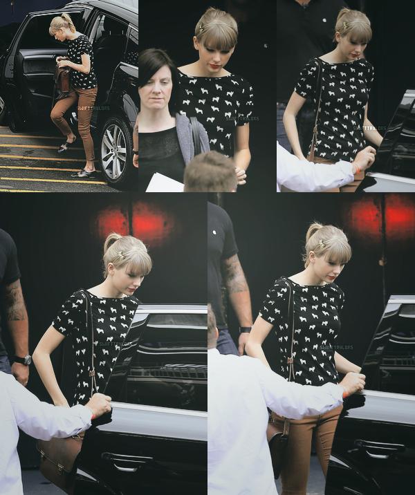 Le 29.11 Taylor s'est rendue aux ARIA Awards en Australie, elle portait une sublime tobe blanche et sa coiffure et magnifique ! Plus tôt dans la semaine elle était allée à une répétition pour cette cérémonie.