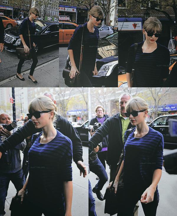 Le 03.12 dans la matinée Taylor était dans les rues de NY. Pour moi c'est un TOP ! J'aime beaucoup son t-shirt à rayures et ses lunettes, et toi : TOP, BOF ou FLOP ?
