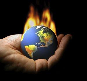 Le monde est un brasier : il y a partout des braises. Mais qui est le responsable ? Celui qui ranime ces braises ou les braises elles-mêmes ? Si elles n'étaient pas ranimées, elles pourraient s'éteindre. Le gouvernement mondial maintient ces braises, les ranime et bientôt va mettre le feu partout. Ensuite, ils viendront mettre de l'eau et se feront passer pour les sauveurs.