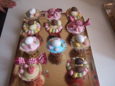 joyeuse paques voila mes cup cakes lachez vos com merci