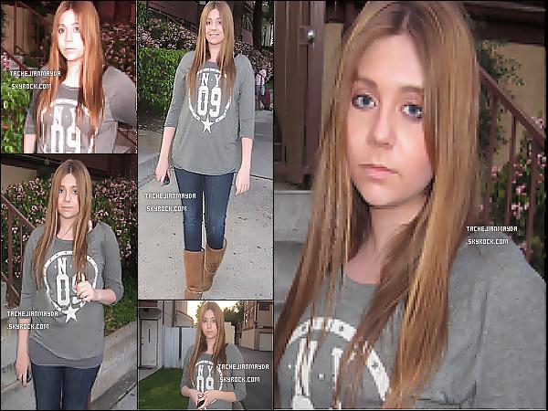 6/5/13 : Mayda a été aperçu se rendant au studio dans les rues près du Valley, en californie.