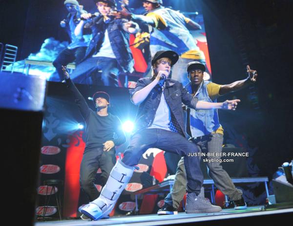 .  Justin Bieber hospitalisé après une réaction allergique .