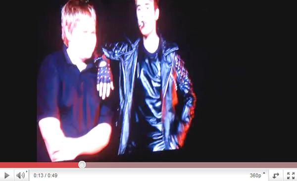 .  02.05 - Justin rencontre Casey Heynes à Melbourne. .