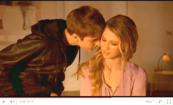 .  23.05 - Justin et Selena se rendent à Hawaii + Someday.  .