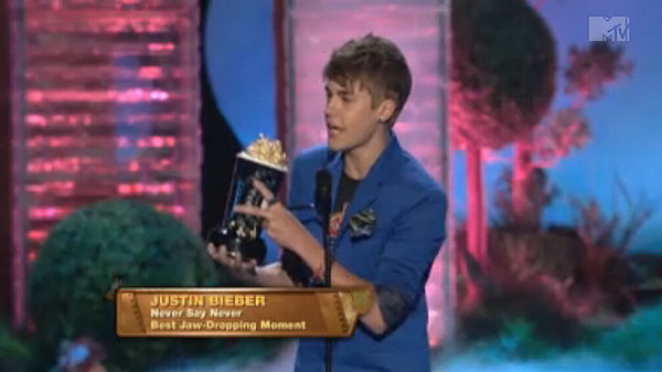 .  05.06 - Justin au MTV Movie Awards  .
