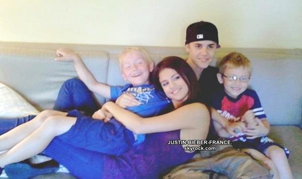 .  16.07 - Justin et Selena à Malibu. .