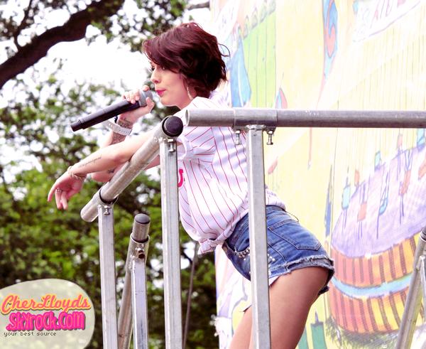 14/07/12 : Cher performait au Festival anglais GuilFest.