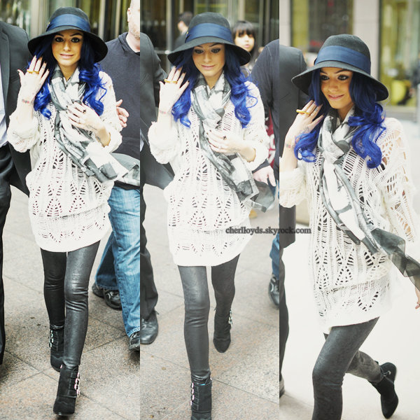 26th February  ▬ Cher quittant les studios de SiriusXM à New York.