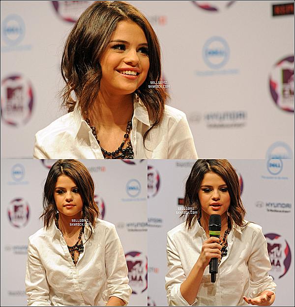 . 05/11/2011 - Selena était présente à une conférence de presse pour les MTV EMA à Belfast en Irlande.  .
