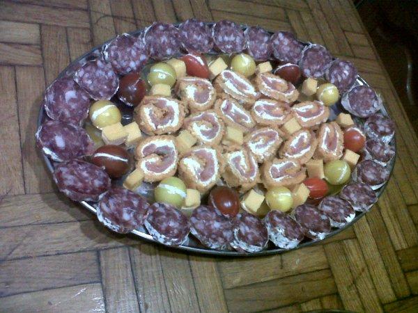 Roulé à la tomate , saumon et fromage frais