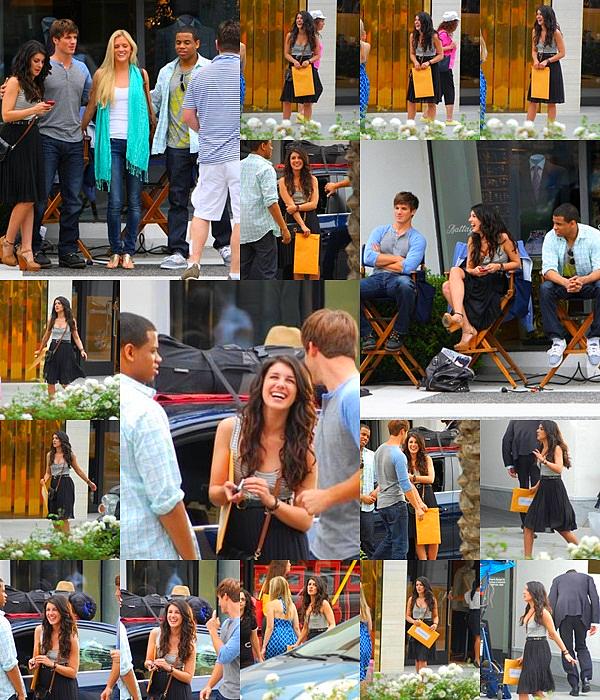 . ...Actualité. . Ca y est les première photos du tournage de la saison 4 sortent ! C'est le démarrage pour une nouvelle année plein de rebondissement ! Donc Shenae a été vu sur le set e 9O21O le 10 Juillet avec ses co-stars !   .