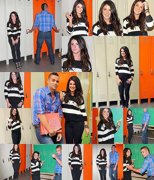 """. Le 29 Juillet, Shenae et la star de Glee - Mark Selling - étaient présent au Old Navy's """"Lucky Lockerama"""". ."""