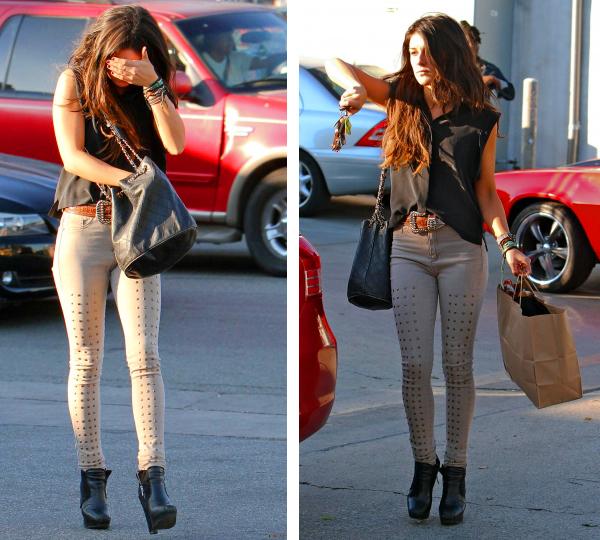 . Shenae a été vue faire du shopping à  Fred Segal dans West Hollywood le 5 Décembre dernier. Elle paraissait de mauvaise humeur, vous ne trouvez pas ? Surement à cause des paparazzi's sur pesant !.