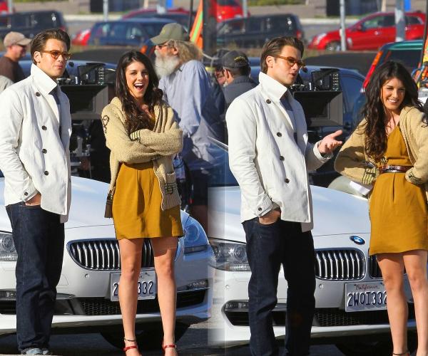 . Le 24 Janvier, Shenae sur le Set de 90210 avec sa co-star Jessica Stroup. Je trouve  que les tenues d'Annie sont de mieux en mieux vous ne trouvez pas ? .