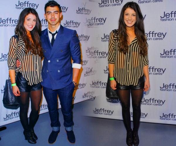 """. Le 26 Mars, Shenae assiatait à """"Jeffrey Fashion Cares 2012"""" ! Je suis pas fan des rayures blanches et noires et vous?   ."""
