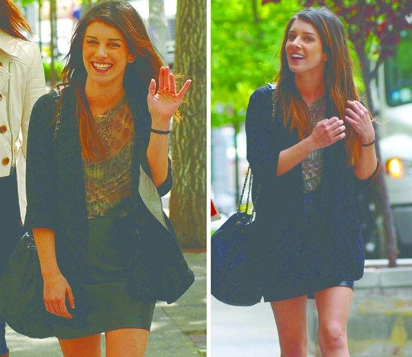 . ...Rattrapage. . Le 10 Mai dernier, Shenae était de sortie avec des amis dans le quartier de Soho. Que pensez-vous de sa tenue ?  .