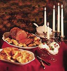 LE RÉVEILLON DE NOËL d'autrefois : un repas gras succédant à la Messe de minuit (D'après « La nuit de Noël dans tous les pays » paru en 1912)