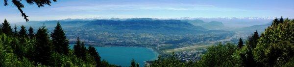 Balade très facile reliant deux magnifiques points de vue : le relais du Mont du Chat et le Molard Noir.