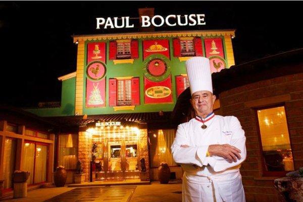 Depuis 1953, Paul Bocuse était le chantre d'une cuisine bien française, élaborée avec des produits bien français et distinguée par des guides bien français ! Dès lors le décès de Paul Bocuse, génie de la cuisine française, touche la France profonde.